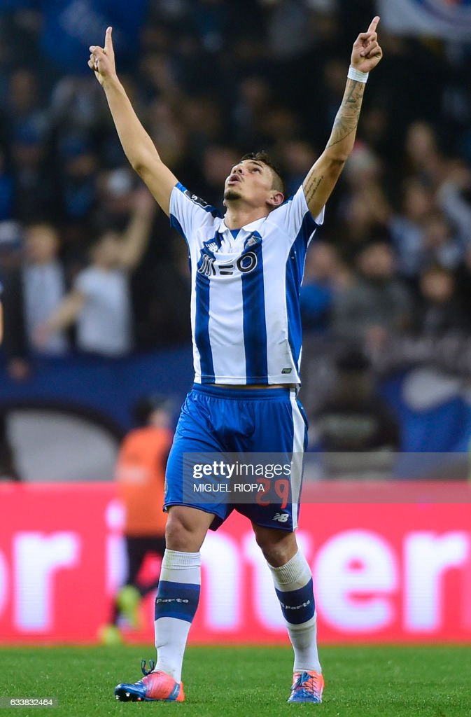 Porto's Brazilian forward Soares celebrates after scoring his second goal during the Portuguese league football match FC Porto vs Sporting CP at the Dragao stadium in Porto on February 4, 2017. / AFP / MIGUEL