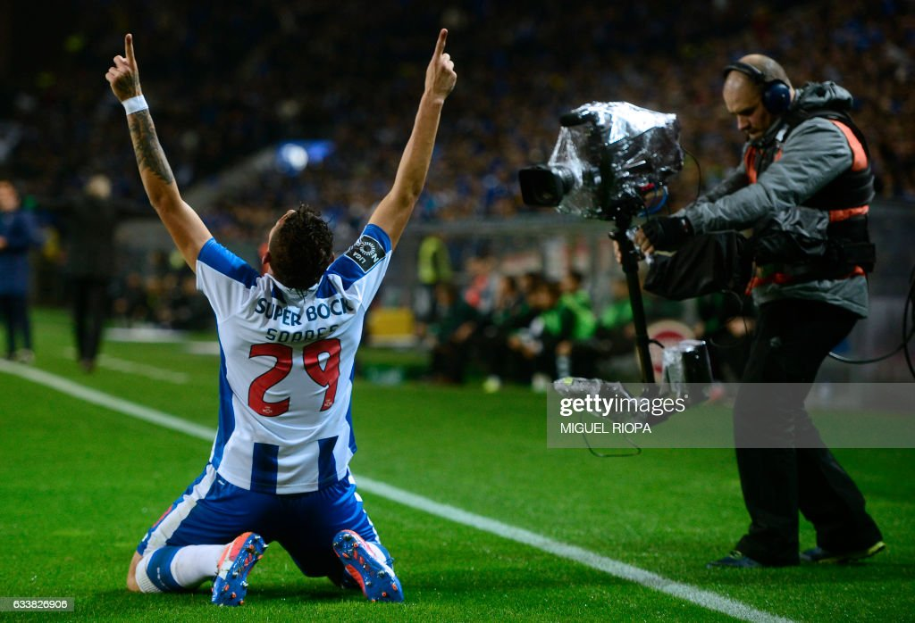 Porto's Brazilian forward Soares celebrates after scoring the opening goal during the Portuguese league football match FC Porto vs Sporting CP at the Dragao stadium in Porto on February 4, 2017. / AFP / MIGUEL