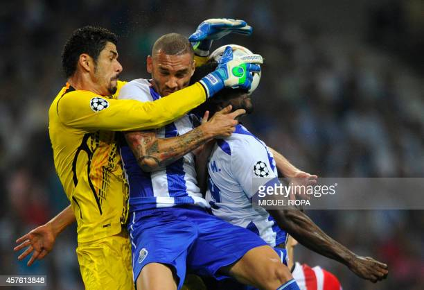 Porto's Brazilian goalkeeper Fabiano jumps for the ball with teammates Brazilian defender Maicon and Colombian forward Jackson Martinez during the...