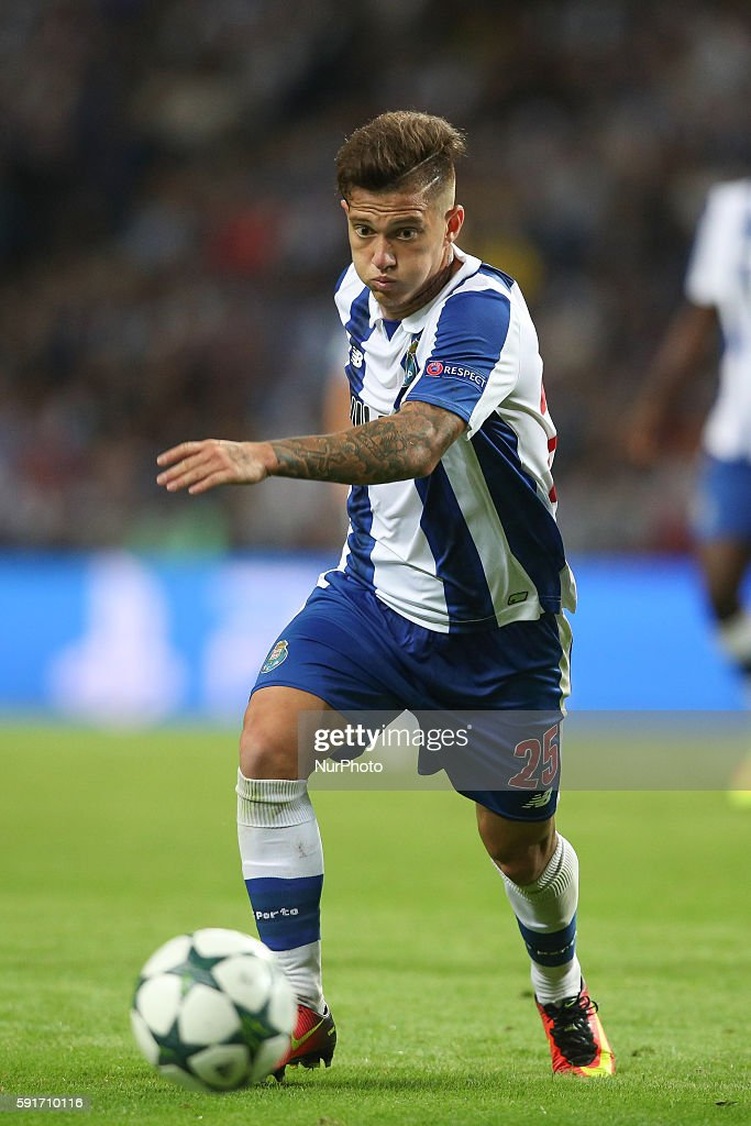 Porto's Brazilian midfielder Otavio in action during the UEFA Champions League match between FC Porto and AS Roma, at Dragao Stadium in Porto on August 17, 2016.