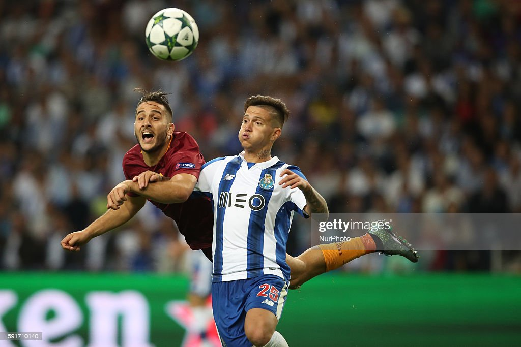 Porto's Brazilian midfielder Otavio (R) vies with Roma's Greek defender Konstantinos Manolas (L) during the UEFA Champions League match between FC Porto and AS Roma, at Dragao Stadium in Porto on August 17, 2016.