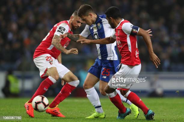 Porto's Brazilian midfielder Otavio vies with Sporting Braga's Brazilian defender Marcelo Goiano and Sporting Braga's Brazilian midfielder Claudemir...