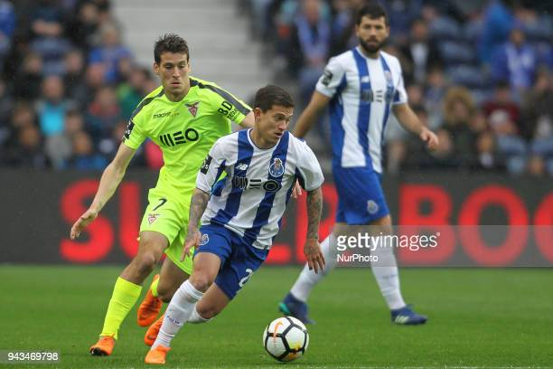 Porto's Brazilian midfielder Otavio with Aves´s Portuguese forward Alexandre Guedes during the Premier League 2017/18 match between FC Porto v CD...