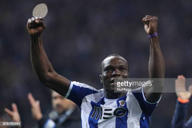 Porto's Cameroonian forward Vincent Aboubakar celebrates the victory in the game during the Premier League 2017/18 match between FC Porto and...