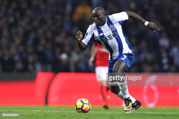 Porto's Cameroonian forward Vincent Aboubakar in action during the Premier League 2016/17 match between FC Porto and SL Benfica at Dragao Stadium in...