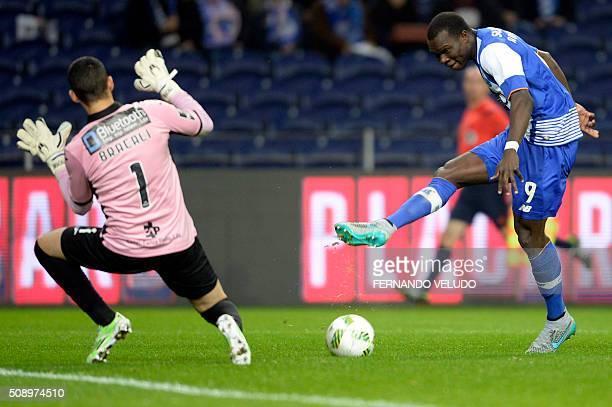 Porto's Cameroonian forward Vincent Aboubakar vies with Arouca's Brazilian goalkeeper Rafael Bracalli during the Portuguese League football match FC...