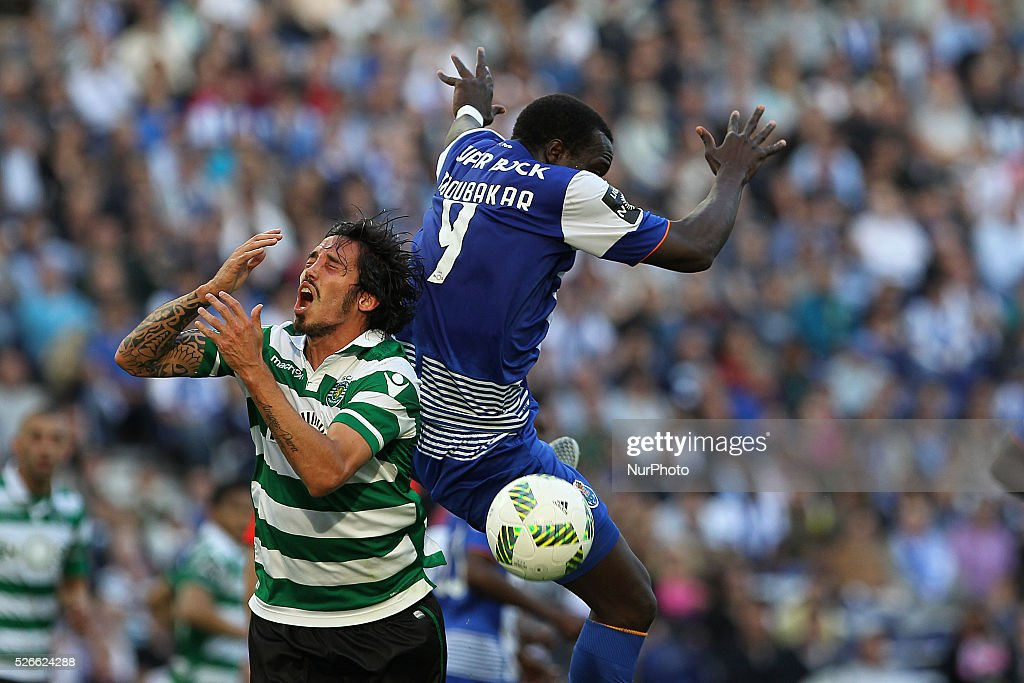 Porto's Cameroonian forward Vincent Aboubakar (R) vies with Sporting's defender Schelotto (L) during the Premier League 2015/16 match between FC Porto and Sporting CP, at Drag��o Stadium in Porto on April 30, 2016.