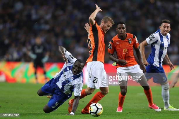 Porto's Cameroonian forward Vincent Aboubakar with Portimonense´s Spanish midfielder Oriol Rosell during the Premier League 2016/17 match between FC...
