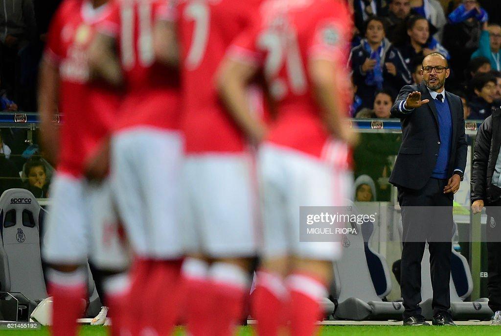 Porto's coach Nuno Espirito Santo gestures on the sideline during the Portuguese league football match FC Porto vs SL Benfica at the Dragao stadium in Porto on November 6, 2016. / AFP / MIGUEL