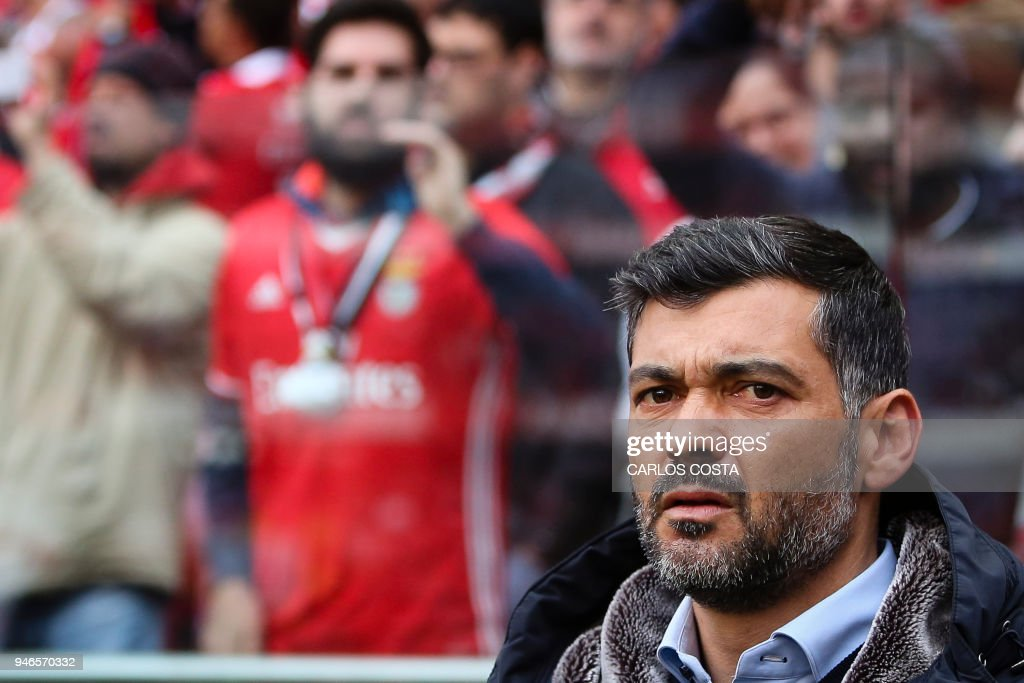 Porto's coach Sergio Conceicao looks on during the Portuguese league footbal match between SL Benfica and FC Porto at the Luz stadium in Lisbon on April 15, 2018. /