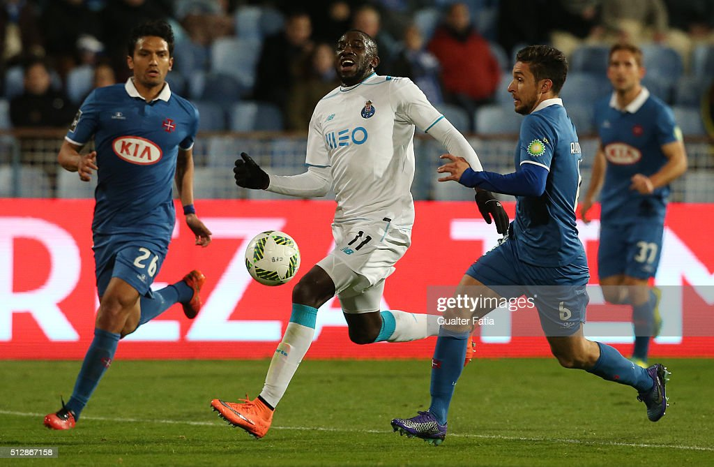 FC Porto's forward from Mali Moussa Marega (C) with Os Belenenses' midfielder Ruben Pinto (R) and Os Belenenses' midfielder from Colombia Abel Aguilar (L) in action during the Primeira Liga match between Os Belenenses and FC Porto at Estadio do Restelo on February 28, 2016 in Lisbon, Portugal.