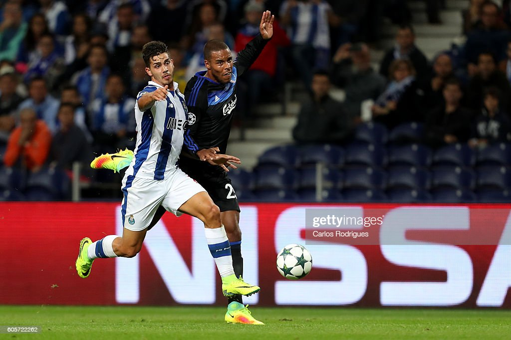 FC Porto's forward from Portugal Andre Silva (L) vies with FC Copenhagen's defender Mathias Jorgensen (R) for the ball possession during the UEFA Champions League match between FC Porto v FC Copenhagen at Estadio do Dragao on September 14, 2016 in Lisbon, Portugal.
