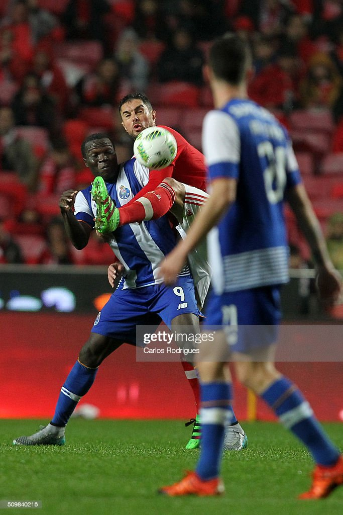 Porto's forward Vincent Aboubakar (L) vies with Benfica's defender Jardel Vieira (D) during the match between SL Benfica and FC Porto for the portuguese Primeira Liga at Estadio da Luz on February 12, 2016 in Lisbon, Portugal.