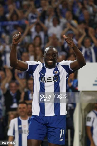 Porto's Malian forward Moussa Marega celebrates the title of national champion during the Premier League 2017/18 match between FC Porto and CD...