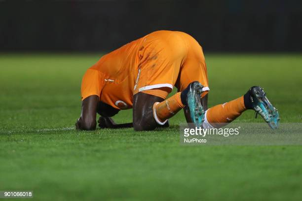 Porto's Malian forward Moussa Marega reacts after missing a goal during the Premier League 2016/17 match between CD Feirense and FC Porto at...
