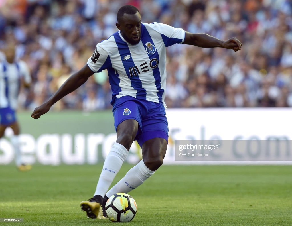 FBL-POR-LIGA-PORTO-ESTORIL : News Photo