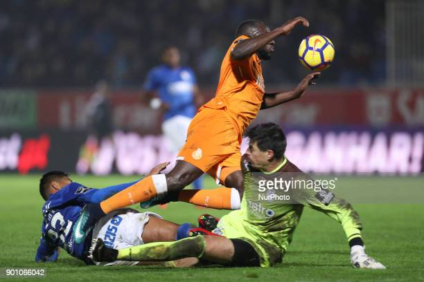 Porto's Malian forward Moussa Marega vies with Feirense's Brazilian defender Flavio Ramos and Feirense's Brazilian goalkeeper Caio Secco during the...