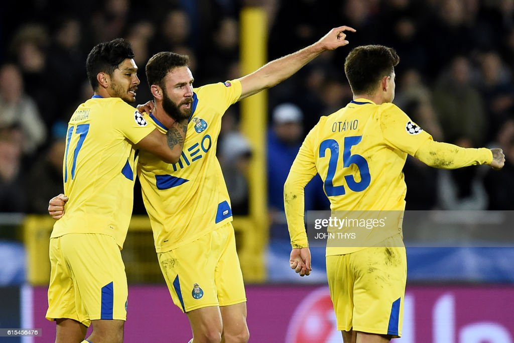 Porto's mexican defender Miguel Layun (C) celebrates with Porto's mexican forward Jesus Corona (L) and Porto's brazilian midfielder Otavio after scoring an equalizer during the UEFA Champions League groug G football match Club Brugge vs FC Porto on October 18, 2016 at the Jan-Breydel stadium in Bruges. / AFP / JOHN
