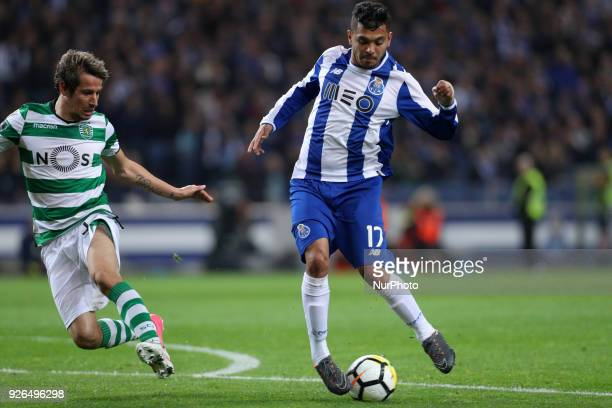Porto's Mexican forward Jesus Corona in action with Sporting's Portuguese defender Fabio Coentrao during the Premier League 2017/18 match between FC...