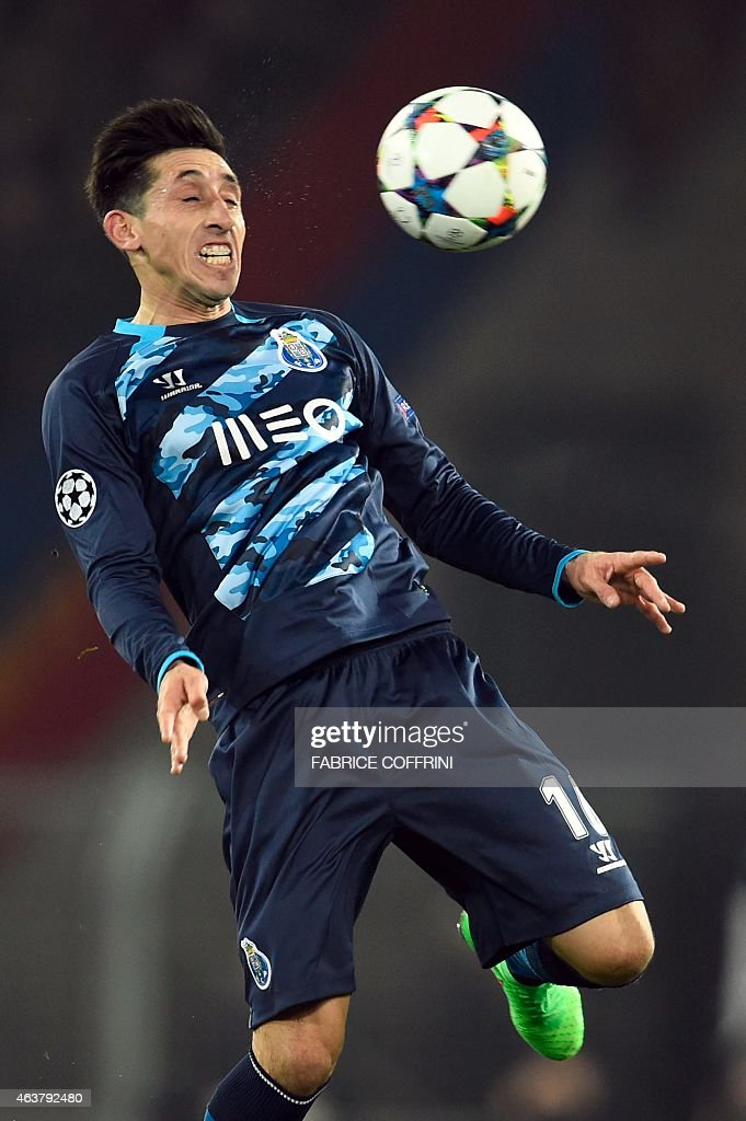 Porto's Mexican midfielder Hector Herrera controls the ball during the UEFA Champions League round of 16 first leg football match between Basel (FCB) and Porto (FCP) on February 18, 2015 at the St. Jakob-Park stadium in Basel.