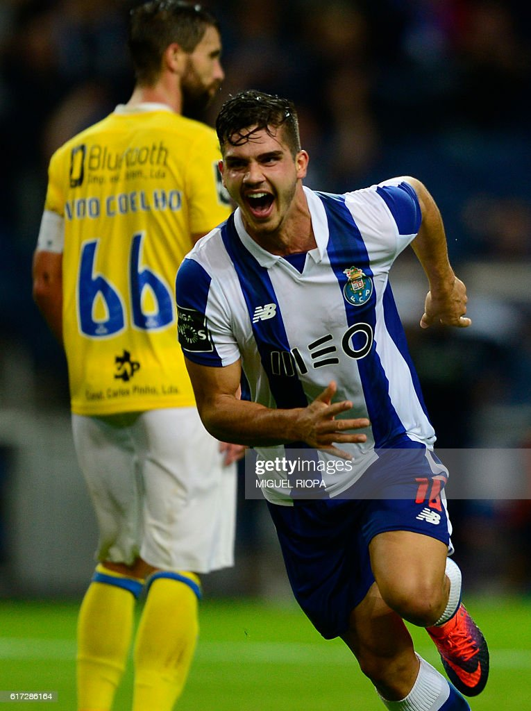 Porto's midfielder Andre Silva celebrates after scoring a goal during the Portuguese league football match FC Porto vs FC Arouca at the Dragao stadium in Porto on October 22, 2016. / AFP / MIGUEL