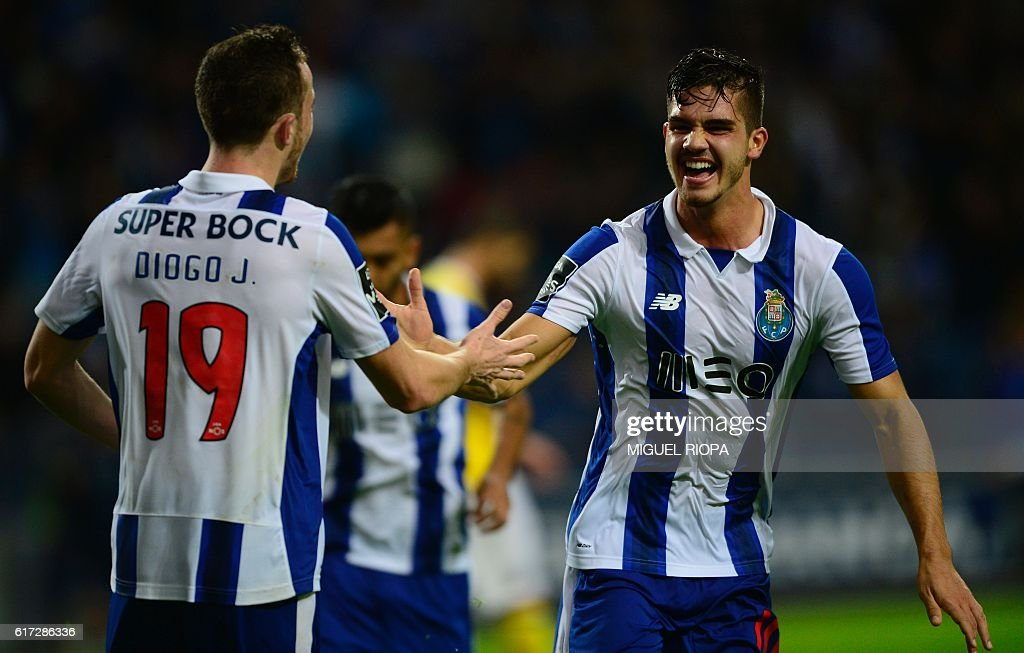 Porto's midfielder Andre Silva (R) celebrates with teammate forward Diogo Jota after scoring a goal during the Portuguese league football match FC Porto vs FC Arouca at the Dragao stadium in Porto on October 22, 2016. / AFP / MIGUEL