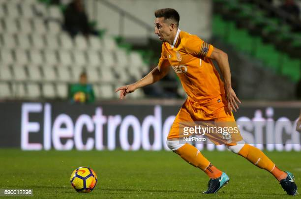 Porto's midfielder Hector Herrera in action during the Portuguese League football match between Vitoria Setubal and FC Porto at Bonfim Stadium in...