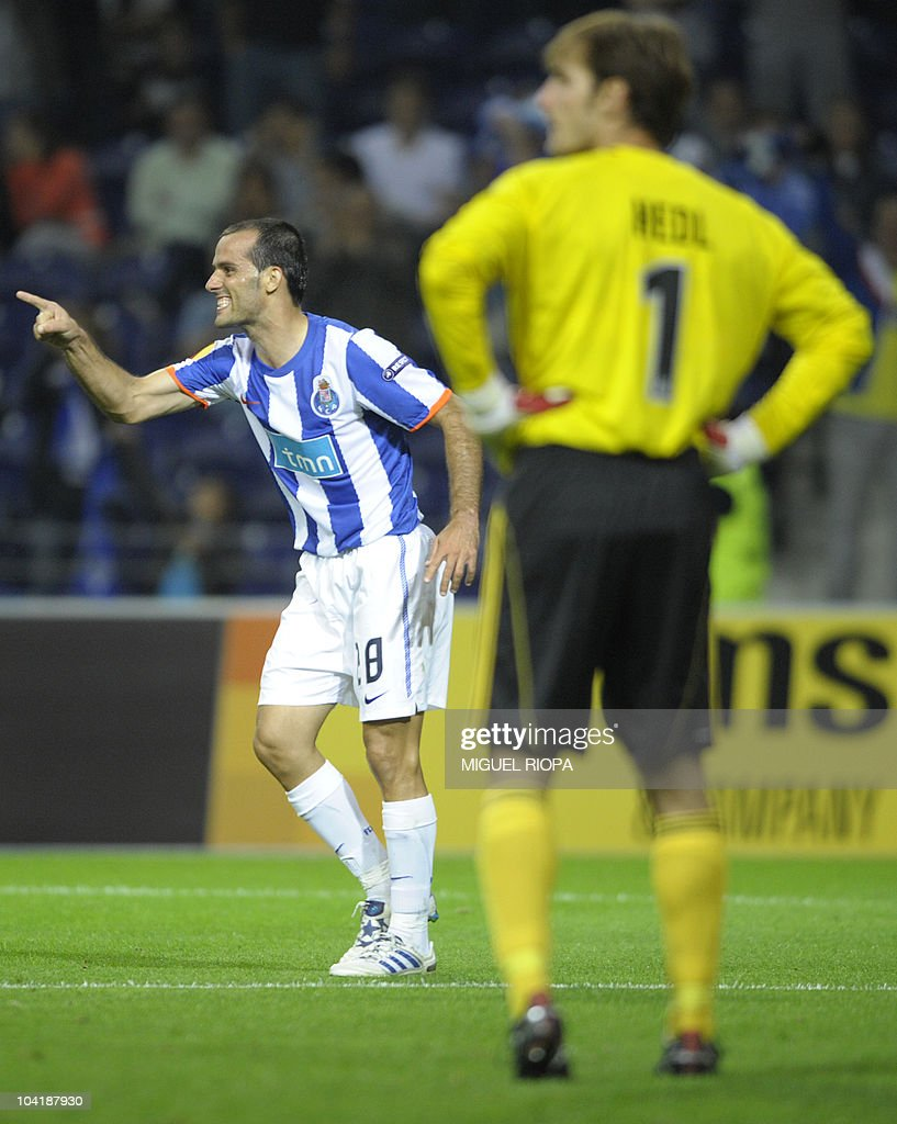 FC Porto's midfielder Ruben Micael (L) celebrates after scoring a goal against Rapid Vienna during their UEFA Europa League football match at the Dragao Stadium in Porto, on September 16, 2010. Porto won 3-0.