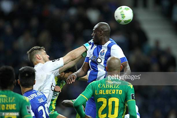 Porto's Netherlands Bruno Martins Indi vies with CD Tondela's Portuguese goalkeeper Cláudio Ramos during the Premier League 2015/16 match between FC...