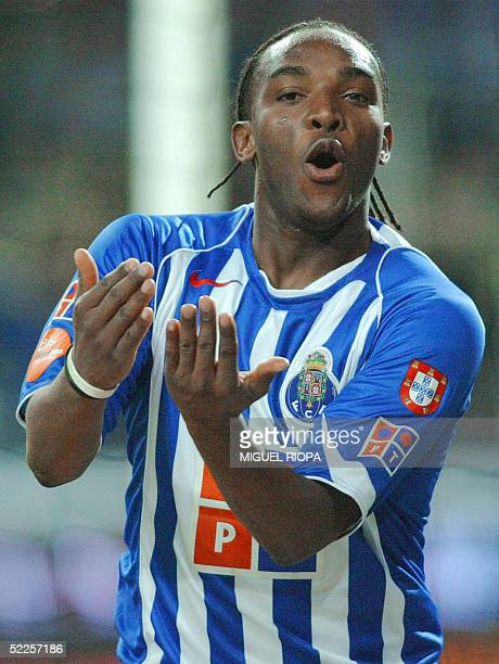 Porto's player South African Benny McCarthy celebrates after scoring against Benfica during the Portuguese Superleague football match at Dragao...