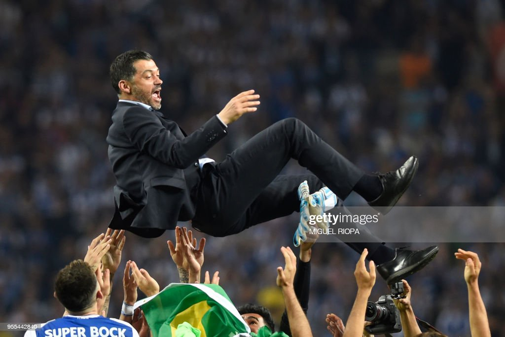 TOPSHOT - Porto's players carry their Portuguese coach Sergio Conceicao as they celebrate winning the league title after the Portuguese league football match between FC Porto and CD Feirense at the Dragao stadium in Porto on May 6, 2018.