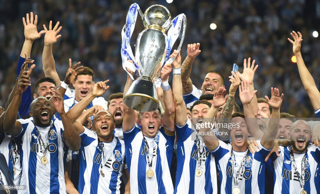 TOPSHOT - Porto's players celebrate with the trophy after winning the league title following the Portuguese league football match between FC Porto and CD Feirense at the Dragao stadium in Porto on May 6, 2018.