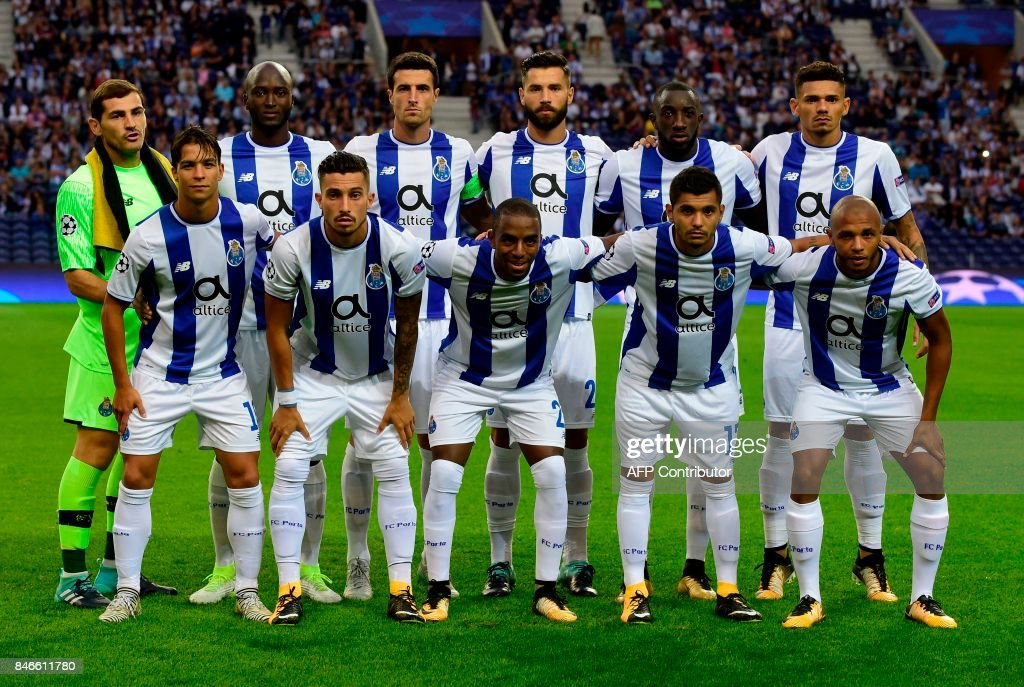 FC Porto's players line up prior to the UEFA Champions League football match FC Porto vs Beskitas JK at the Dragao stadium in Porto on September 13, 2017. Besiktas won the match 3-1. /