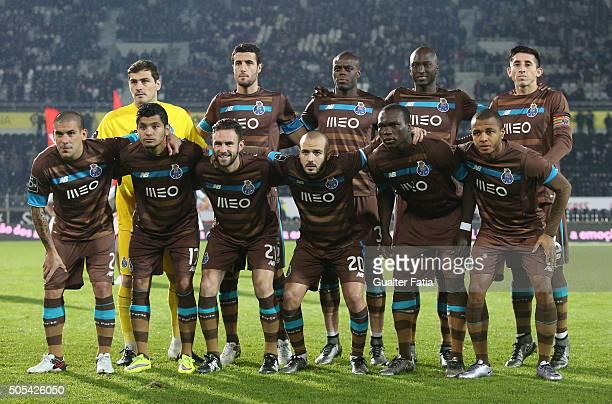 Porto's players pose for a team photo before the start of the Primeira Liga match between Vitoria de Guimaraes and FC Porto at Estadio D Afonso...