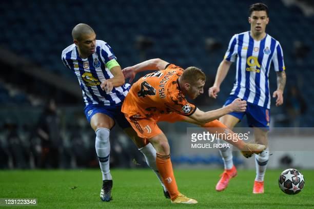 Porto's Portuguese defender Pepe vies with Juventus' Swedish forward Dejan Kulusevski during the UEFA Champions League round of 16 first leg football...