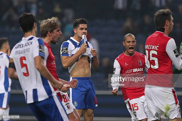 Porto's Portuguese forward Andre Silva faill penalty during the Premier League 2016/17 match between FC Porto and SC Braga at Dragao Stadium in Porto...