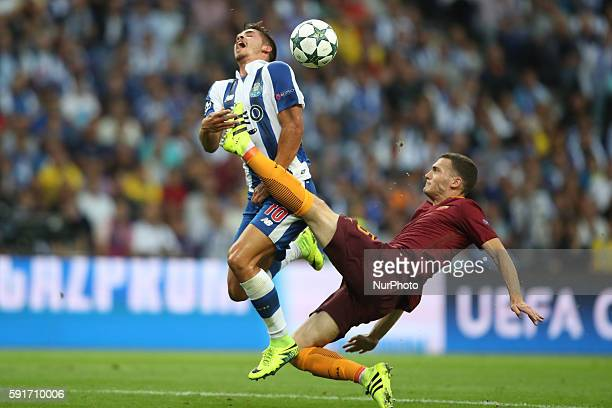 Porto's Portuguese forward Andre Silva vies with Roma's Belgian defender Thomas Vermaelen during the UEFA Champions League match between FC Porto and...