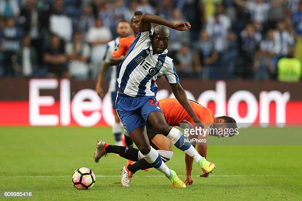 Porto's Portuguese midfielder Danilo Pereira vies with Boavista's Portuguese midfielder Carraca during the Premier League 2016/17 match between FC...