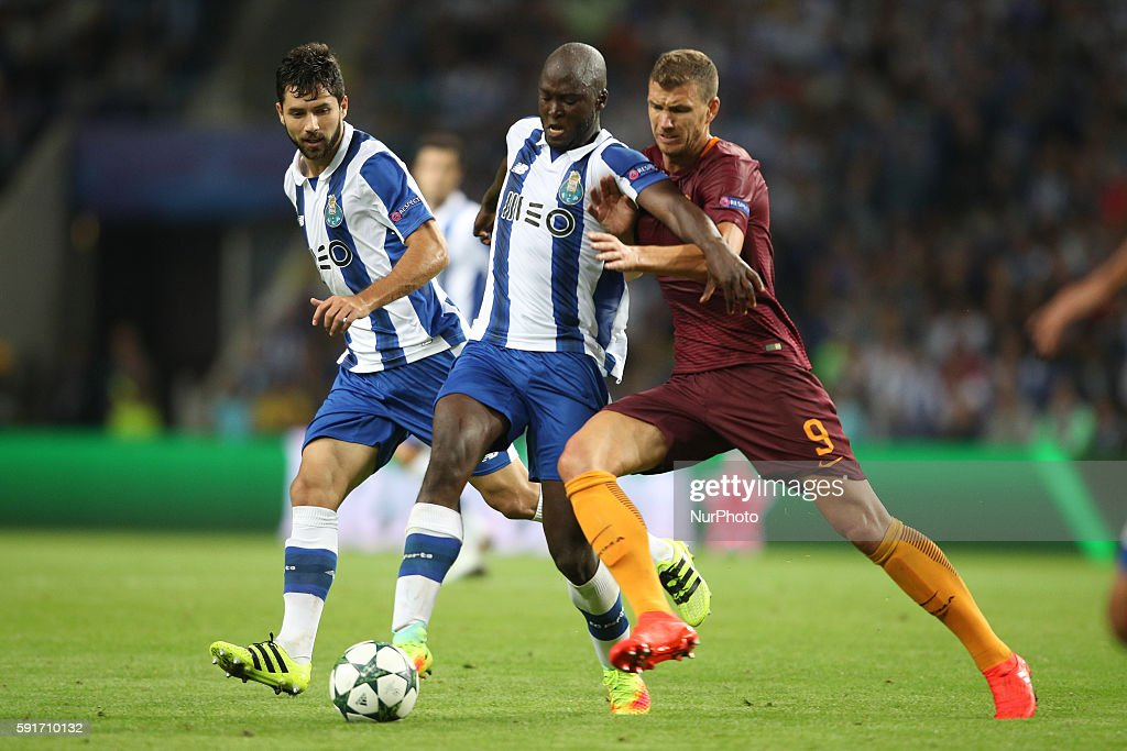 Porto's Portuguese midfielder Danilo Pereira (L) vies with Roma's forward Edin Dzeko (R) during the UEFA Champions League match between FC Porto and AS Roma, at Dragao Stadium in Porto on August 17, 2016.