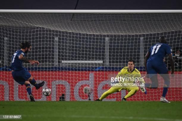 Porto's Portuguese midfielder Sergio Oliveira shoots to score a penalty past Juventus' Polish goalkeeper Wojciech Szczesny and open the scorring...