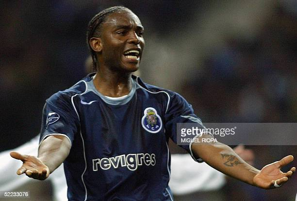 Porto's South African forward Benny McCarthy gestures after a failed goal attempt against Inter during the European Champions League first knockout...