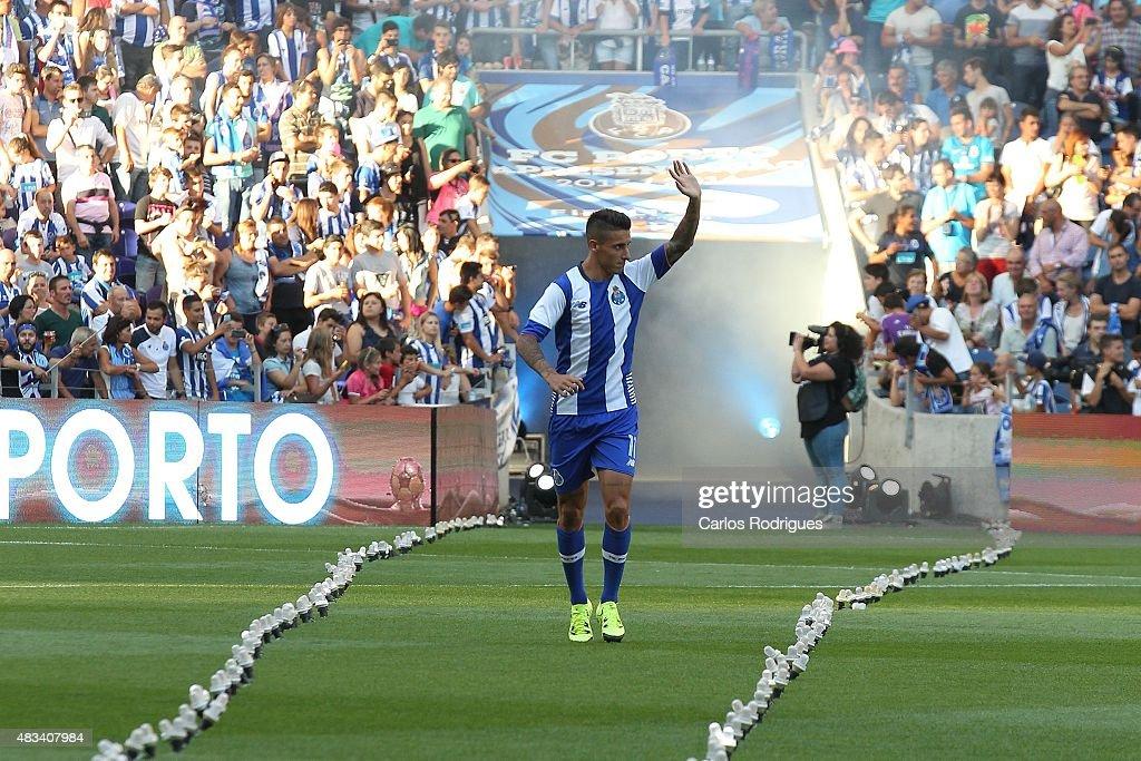 FC Porto v Napoli: Pre-Season Friendly : News Photo