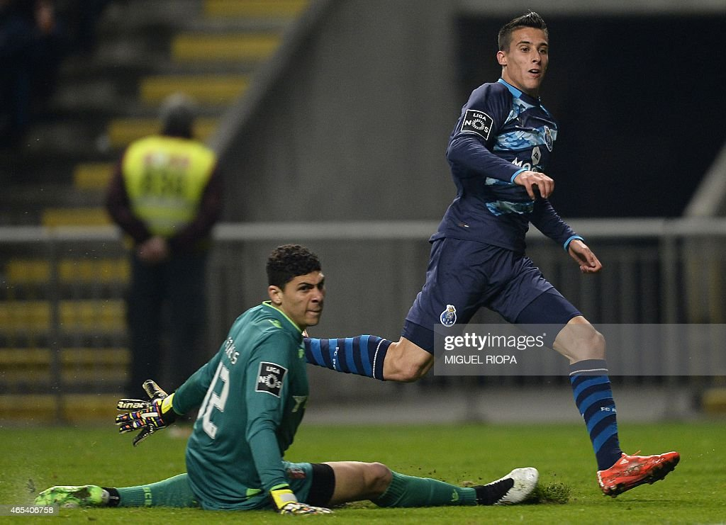 Porto's Spanish forward Cristian Tello (R) reacts past Braga's Brazilian goalkeeper Matheus Magalhaes after scoring during the Portuguese league football match SC Braga vs FC Porto at the Municipal stadium in Braga on March 6, 2015.