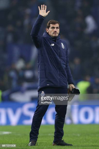 Porto's Spanish goalkeeper Iker Casillas seems to say goodbye to the team during the UEFA Champions League Group G match between FC Porto and AS...