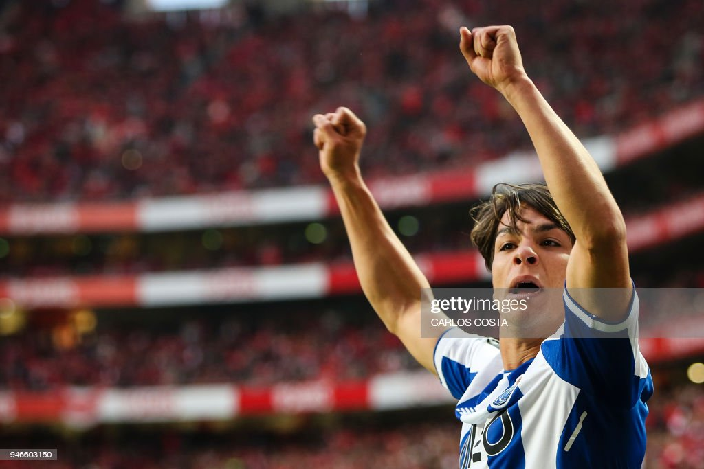 Porto's Spanish midfielder Oliver Torres celebrates a goal during the Portuguese league footbal match between SL Benfica and FC Porto at the Luz stadium in Lisbon on April 15, 2018. /