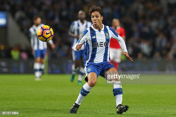 Porto's Spanish midfielder Oliver Torres in action during the Premier League 2016/17 match between FC Porto and SL Benfica at Dragao Stadium in Porto...