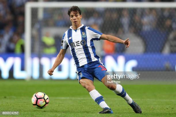 Porto's Spanish midfielder Oliver Torres in action during the Premier League 2016/17 match between FC Porto and Vitoria Setubal at Dragao Stadium in...