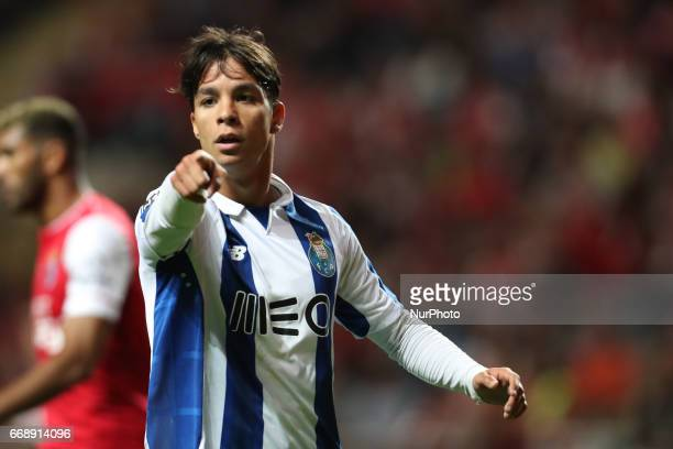 Porto's Spanish midfielder Oliver Torres in action during the Premier League 2016/17 match between SC Braga and FC Porto at Municipal de Braga...
