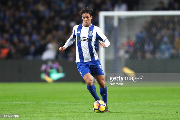Porto's Spanish midfielder Oliver Torres in action during the Premier League 2017/18 match between FC Porto and Vitoria SC at Dragao Stadium in Porto...