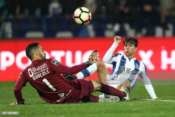 Porto's Spanish midfielder Oliver Torres in action with Arouca's Brazilian goalkeeper Rafael Bracalli during Premier League 2016/17 match between FC...